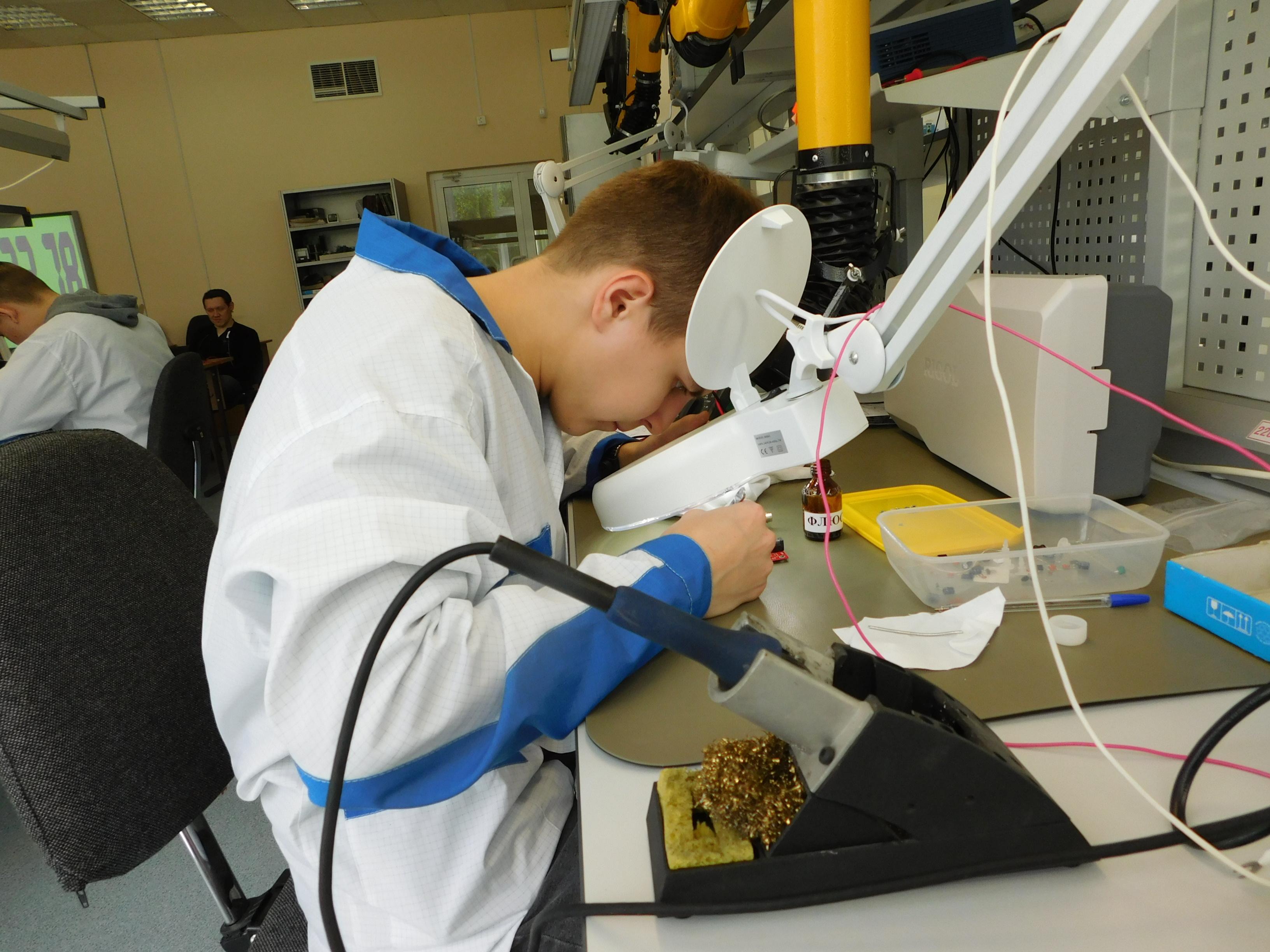 В Межрегиональном центре компетенций-Чебоксарском электромеханическом колледже завершился  демонстрационный экзамен по стандартам Worldskills по компетенции «Электроника»