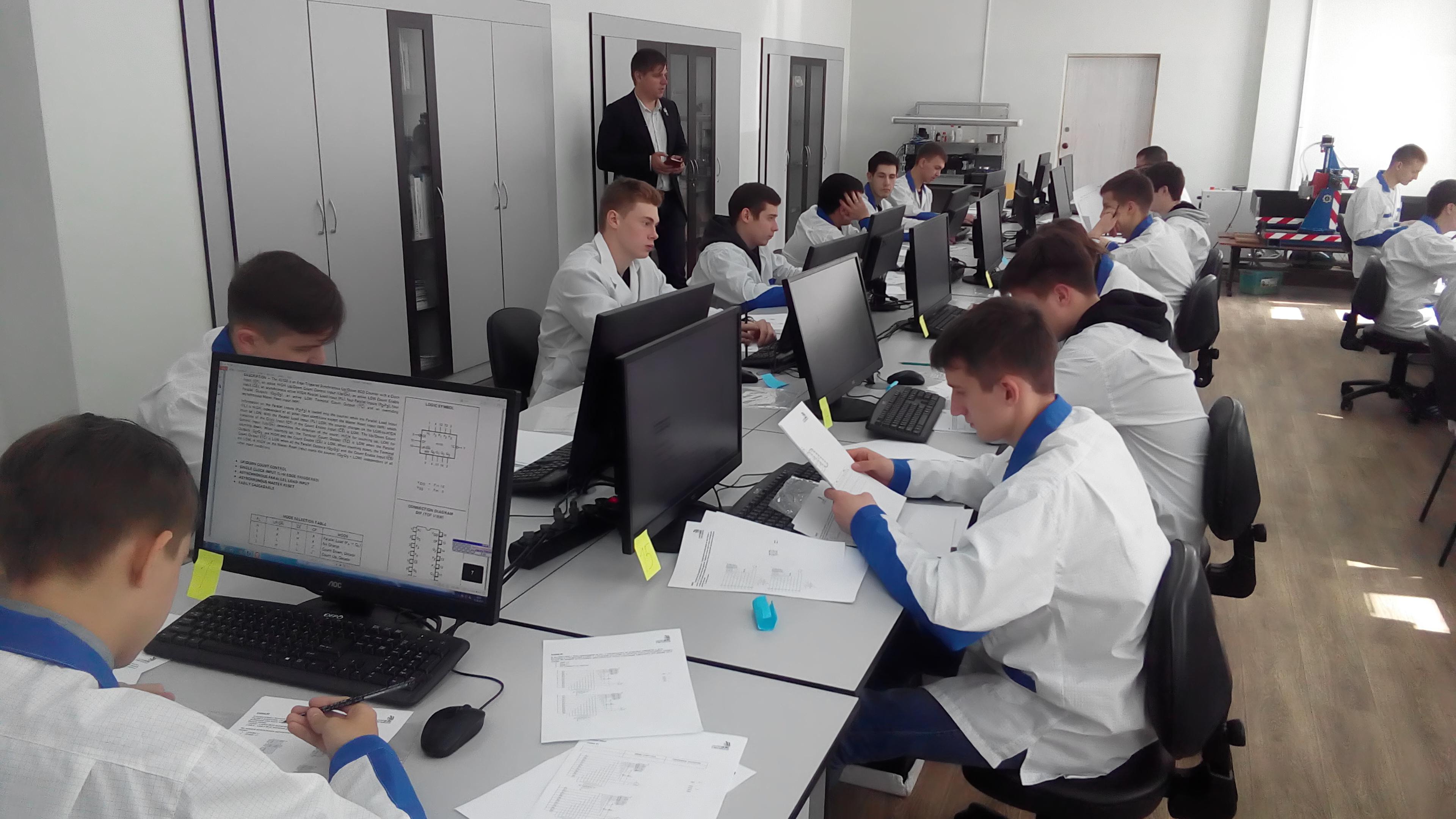 Студенты Межрегионального центра компетенций-Чебоксарского электромеханического колледжа приступили к сдаче демонстрационного экзамена по стандартам Worldskills
