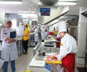 Демонстрационный экзамен в Чувашии по компетенции «Поварское дело» студенты сдали успешно