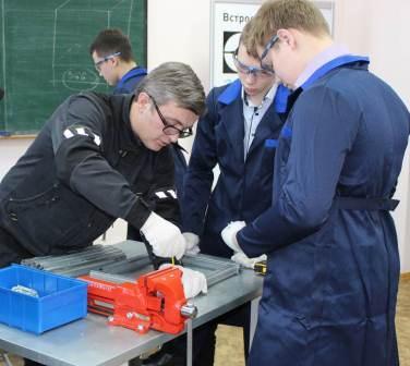 В техникумах и колледжах республики проходят профессиональные пробы для школьников