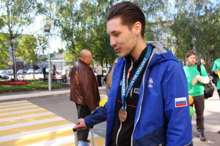 В аэропорту г.Чебоксары торжественно встретили обладателя Медальона «За профессионализм» 45-го Мирового чемпионата WorldSkills Kazan–2019 Евгения Краснова