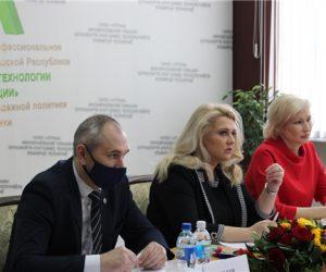 В Чебоксарах обсудили развитие движения «Молодые профессионалы» (WorldSkills Russia) в категории «Юниоры»